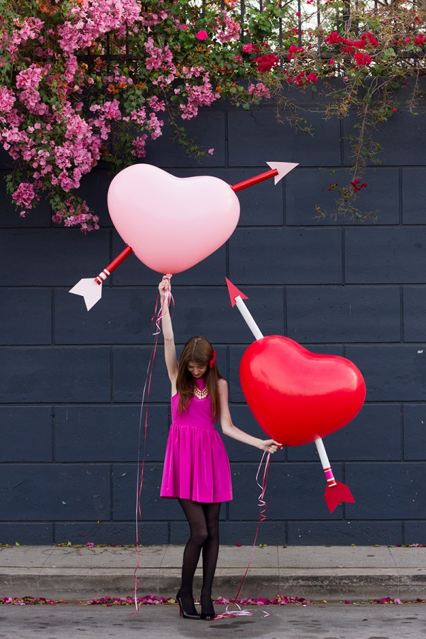 DIY-Giant-Cupids-Arrow-Balloons-600x900